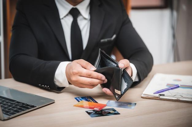 Problema no cartão de crédito, os empresários estão decepcionados com os limites do cartão de crédito não pode ser usado
