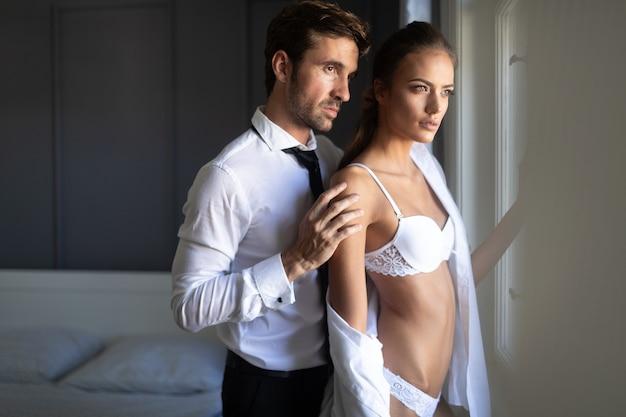 Problemas de relacionamento que afetam o desejo sexual também. conceito de problema de casal