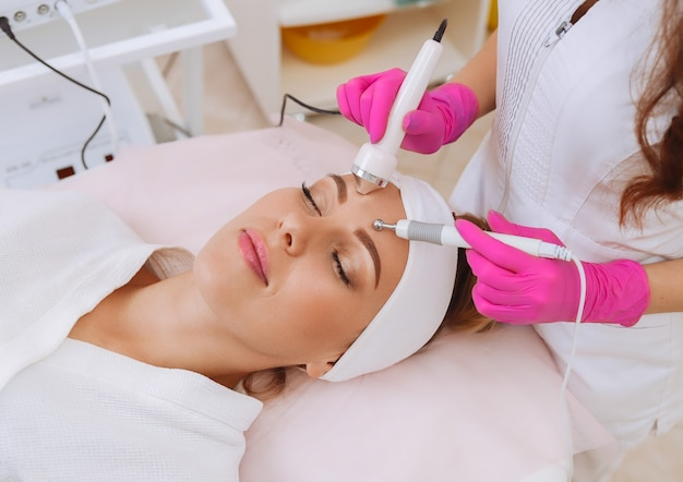 Procedimento de cavitação por ultrassom. anti-envelhecimento, procedimento de elevação.