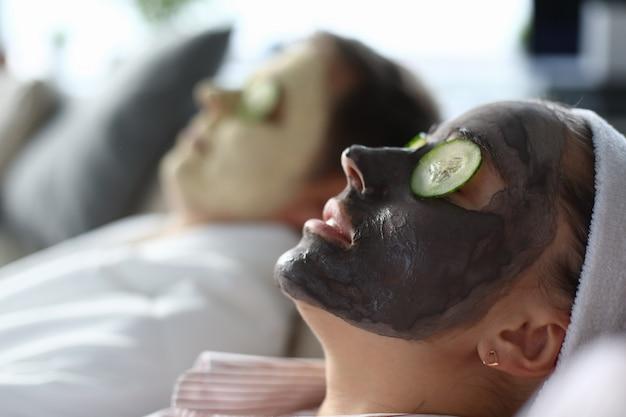 Procedimento de cuidados com a pele em casa relaxar