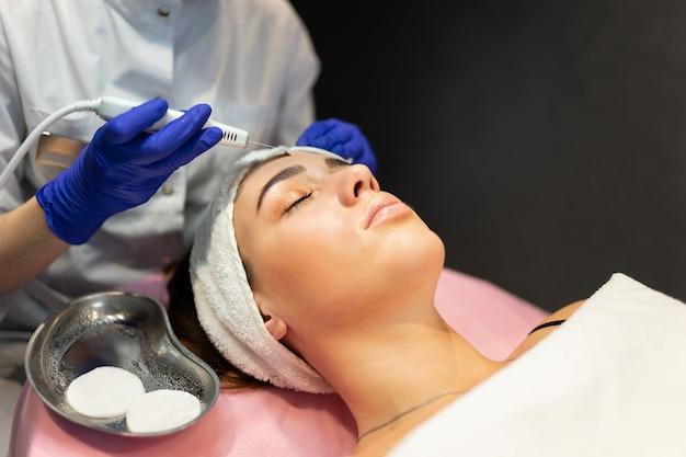 Procedimento de limpeza facial