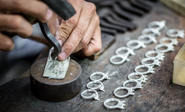 Processamento de pedras preciosas