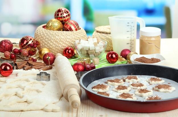 Processo de confecção de biscoitos de ano novo em close-up
