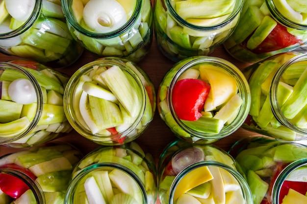 Processo de conservação caseira de abobrinha em frascos