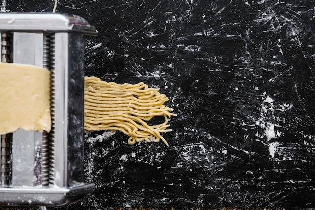Processo de corte de macarrão