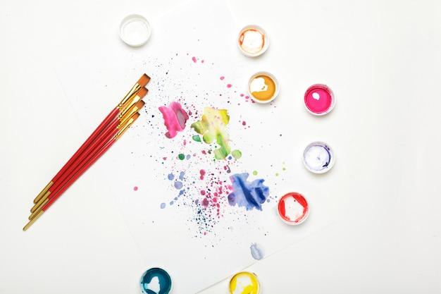 Processo de criação de pintura em aquarela