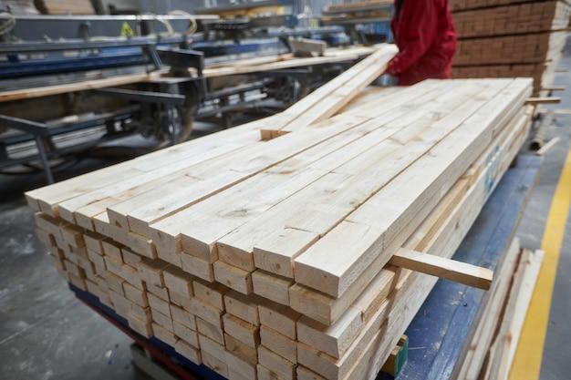 Processo de fabricação de móveis de madeira