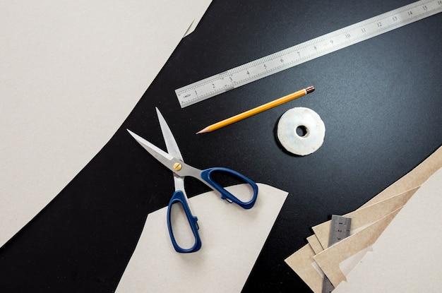 Processo de fabricação de padrões. linha de produção da indústria de tecidos. fábrica têxtil.