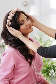 Processo de maquiagem no dia do casamento