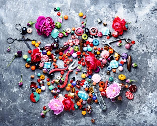 Processo de miçangas, miçangas coloridas