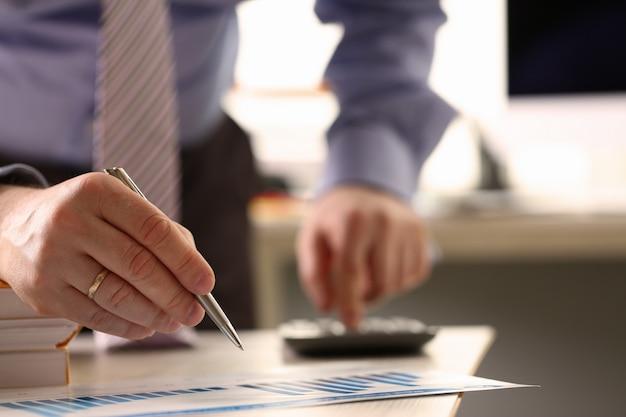 Processo de pagamento de empréstimo de cálculo de imposto do analytics