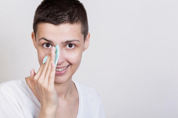 Processo facial de limpeza com creme