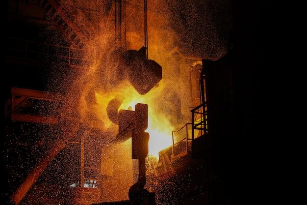 Produção de aço em fornos elétricos.