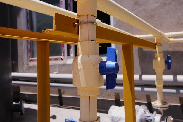 Produção de encanamento tubulação de pvc de válvula de encanador