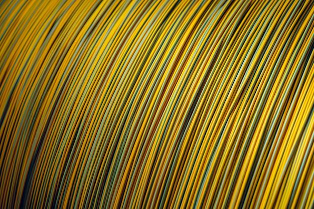 Produção de fios de cobre, cabos em bobinas na fábrica. fábrica de cabos.