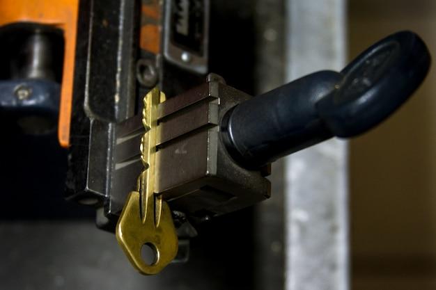 Produção de máquina de chave de metal duplicada.