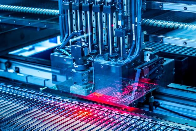 Produção de máquinas de circuito eletrônico