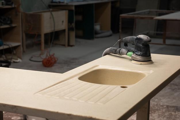 Produção de móveis para pia de pedra
