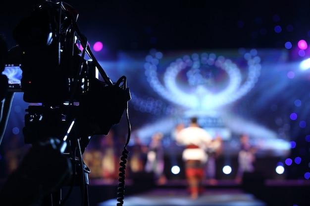 Produção de vídeo câmera de rede social gravação ao vivo no evento stage