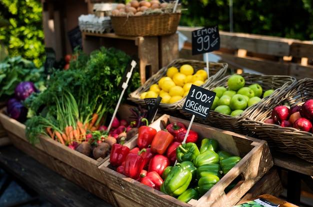 Produto agrícola fresco orgânico no mercado do fazendeiro
