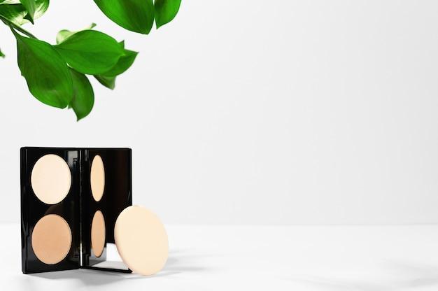 Produto cosmético da indústria de beleza para correção de pele facial