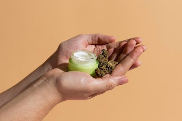 Produto orgânico para cuidados com a pele cbd