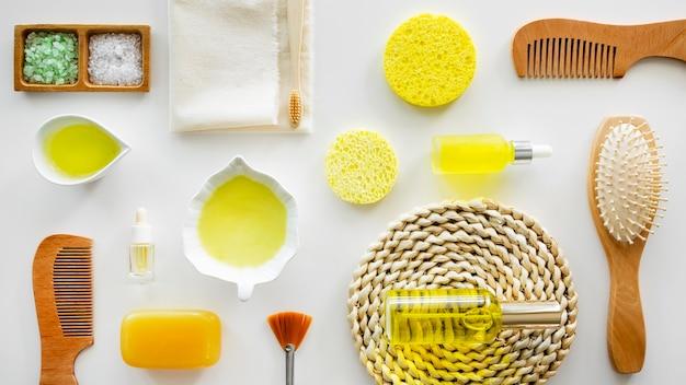 Produtos cítricos orgânicos e escovas de cabelo