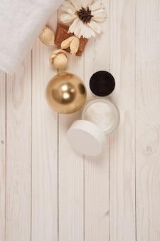 Produtos cosméticos isolados no branco