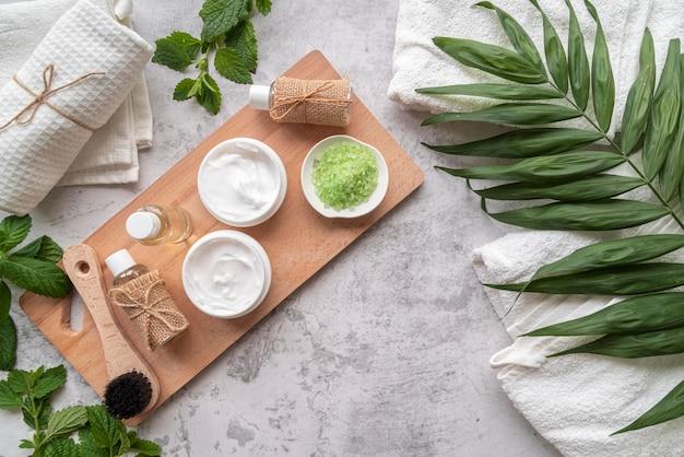 Produtos cosméticos naturais e discos de limpeza