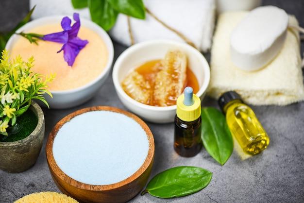Produtos de banho naturais, sabonete de mel, ervas, spa, aromaterapia - conjunto de produtos para o corpo, cuidados com o corpo, dermatologia herbal, cosméticos, higiênico para o tratamento da pele, higiene pessoal, objetos de limpeza de sal