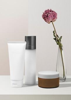 Produtos de beleza e cuidados com a pele em um banheiro