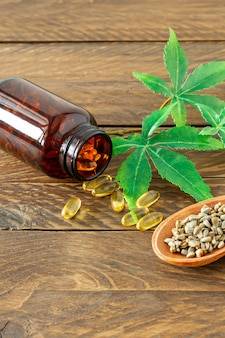Produtos de cânhamo de óleo de cannabis cbd - cápsulas e sementes de cânhamo.