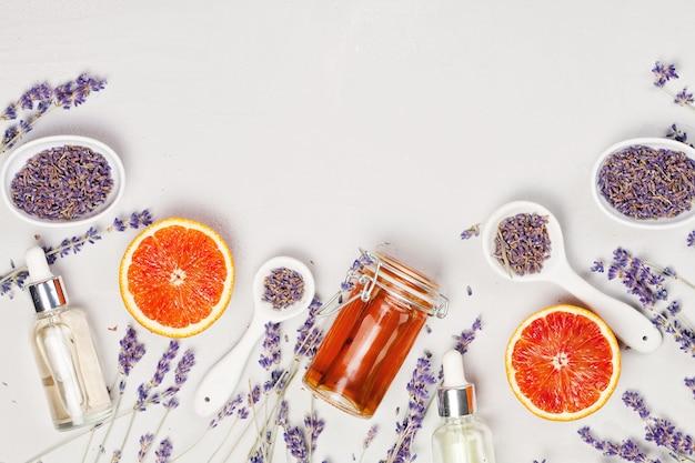 Produtos de cuidado do corpo de laranja e lavanda