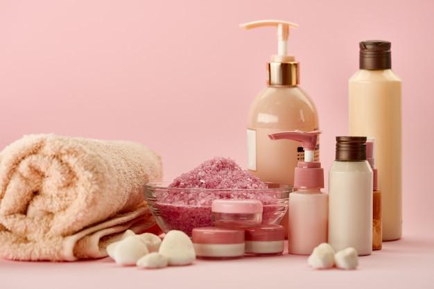 Produtos de cuidados com a pele . conceito de procedimentos de saúde, cosméticos de higiene, estilo de vida saudável, spa e banho