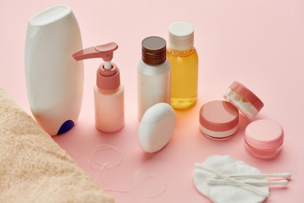 Produtos de cuidados com a pele . conceito de procedimentos de saúde, cosméticos de higiene, estilo de vida saudável