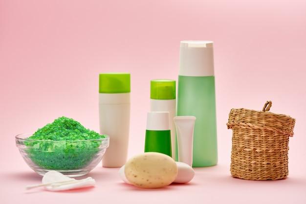 Produtos de cuidados com a pele. conceito de procedimentos de saúde matinais, ferramentas de higiene, estilo de vida saudável