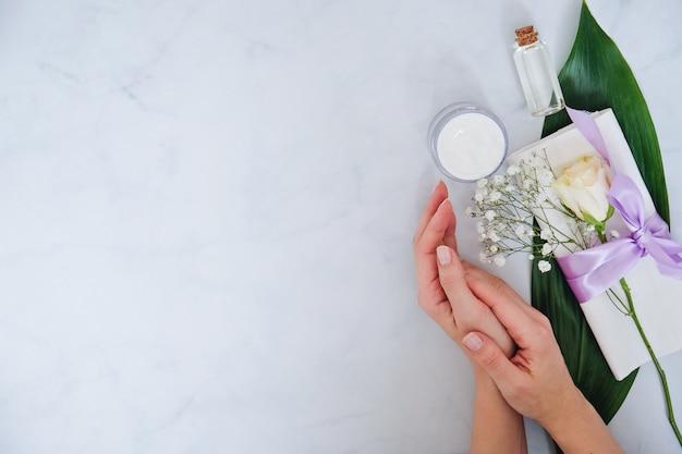 Produtos de cuidados da pele natural spa em branco