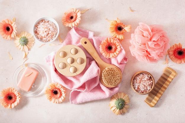 Produtos de higiene corporal e banho e margarida flores. cosméticos naturais para tratamento de spa em casa