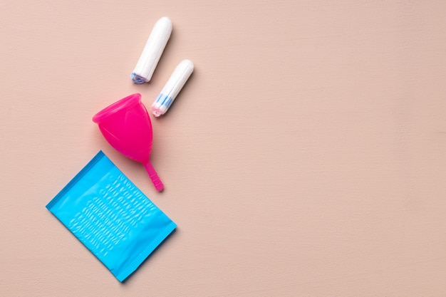 Produtos de higiene menstrual, incluindo copo, absorventes e absorventes internos