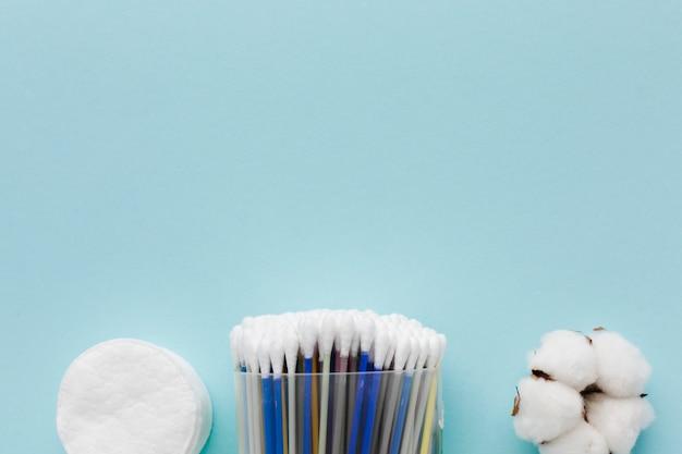 Produtos de higiene pessoal de algodão copiam espaço