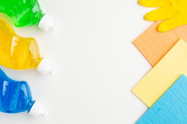 Produtos de limpeza com espaço para texto