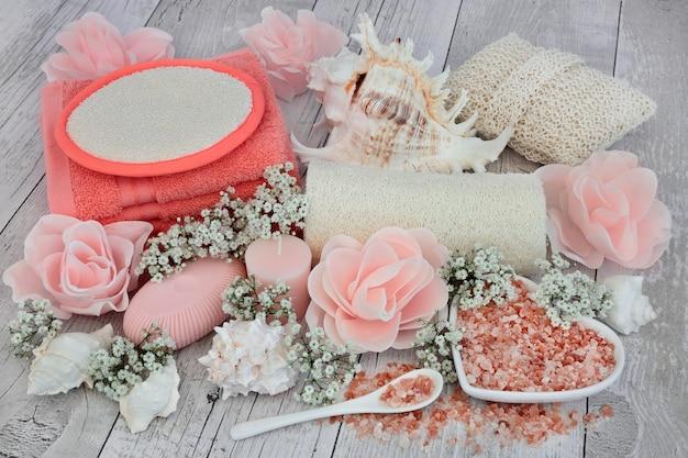 Produtos de limpeza de beleza e esfoliação corporal para spa