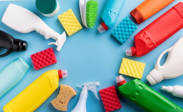 Produtos de limpeza e frascos de limpeza