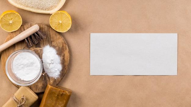 Produtos de limpeza ecológicos caseiros copiam papel espacial
