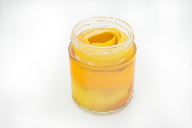 Produtos de limpeza naturais vinagre e cítricos