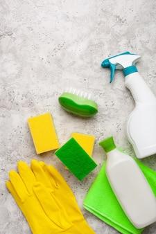 Produtos de limpeza produtos químicos domésticos spray escova esponja luva