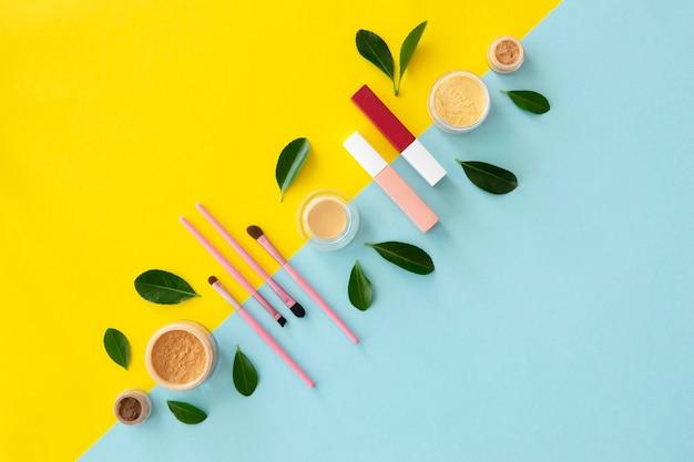 Produtos de maquiagem alinhados