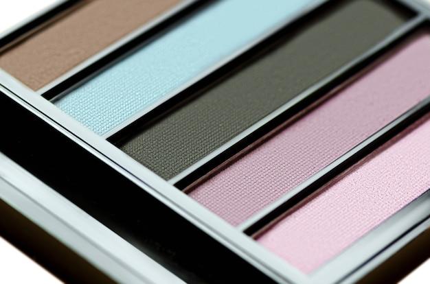 Produtos de maquiagem coloridos da paleta da sombra para os olhos