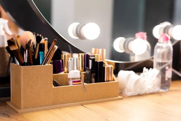 Produtos de maquiagem com pincel