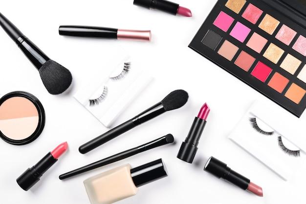 Produtos de maquiagem profissional com produtos cosméticos de beleza